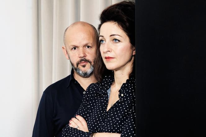 Gilles Marchand et Elodie Polo Ackermann, respectivement showrunner et productrice de la série « Grégory», le 8 novembre à Paris.