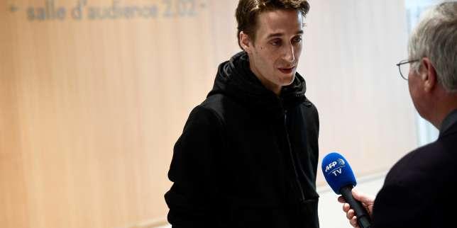 Le journaliste Gaspard Glanz condamné à une amende pour un doigt d'honneur à des policiers