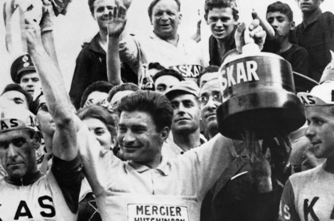 Le 16mai 1964, alors que Raymond Poulidor remporte le Tour d'Espagne, le seul grand Tour de son palmarès.