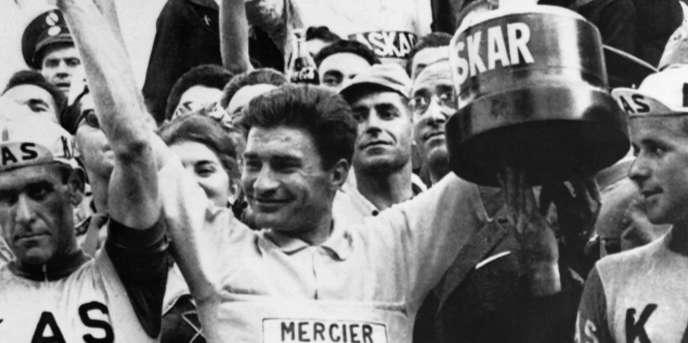 Raymond Poulidor, ngày 16 tháng 5 năm 1964 tại Madrid, người chiến thắng Vuelta, Tour du lịch Tây Ban Nha.