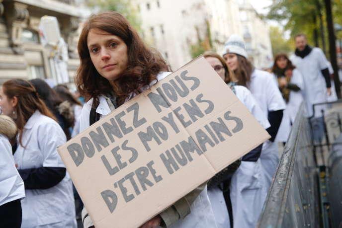 Mobilisation nationale des personnels soignants pour la défense de l'hôpital public, àParis, le 14 novembre.