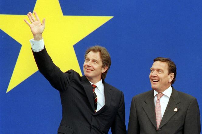 Tony Blair et Gerhard Schröder, en juin 1999, à l'occasion d'un sommet européen à Cologne (Allemagne).