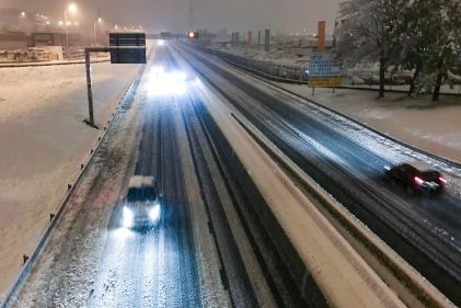 Des voitures sur l'autoroute à Saint-Etienne, le 14 novembre.