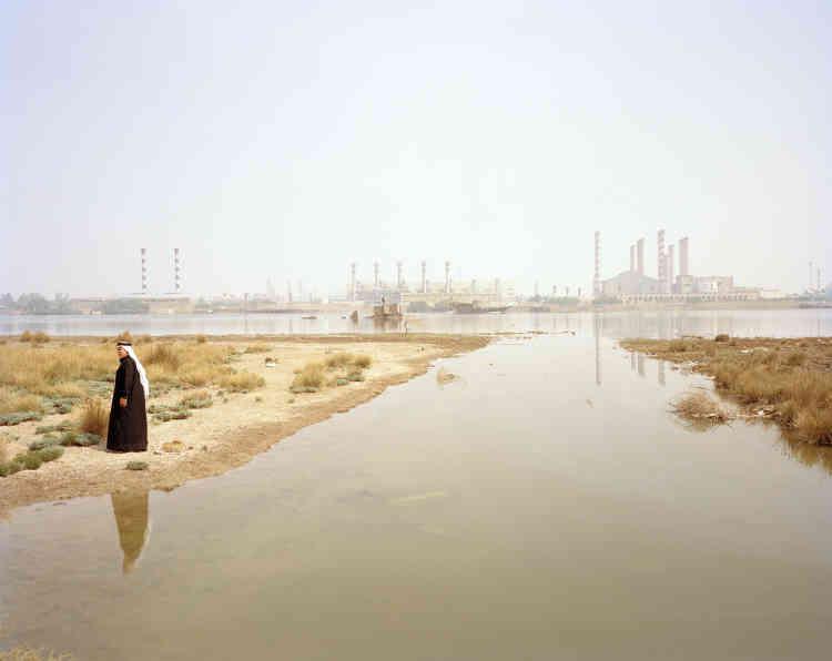 «La sécheresse que connaît l'Irak en 2018 est la plus sévère que le pays ait connue depuis 1930. C'est une deuxième mort que redoutent les marais de Mésopotamie (vaste étendue marécageuse campée au confluent du Tigre et de l'Euphrate), unique richesse de cette région, berceau des anciennes civilisations sumériennes et assyriennes.»