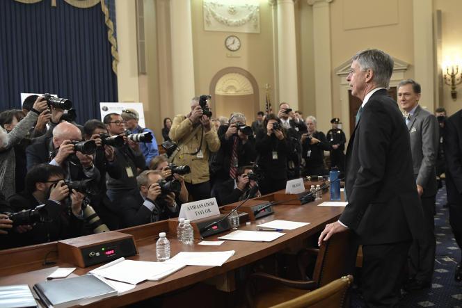 Le chargé d'affaires américain à Kiev, William Taylor, et le responsable du département d'Etat spécialiste de l'Ukraine, George Kent, le 13 novembre, au Capitole, à Washington.