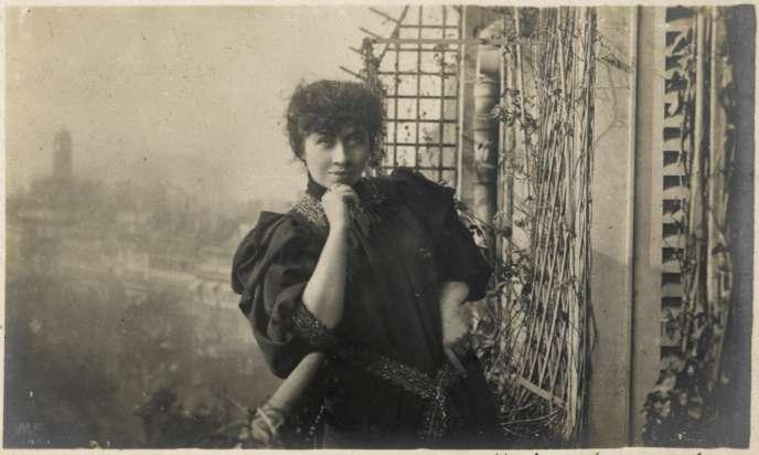 L'écrivaine et pionière des journalistes françaises Séverine (1855-1929).