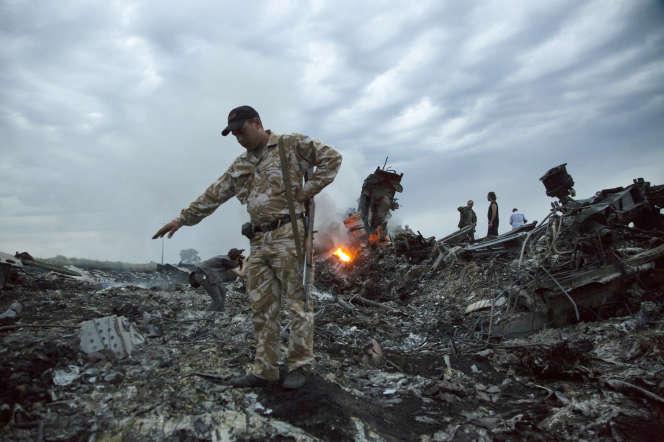 Les débris de l'appareil abattu au-dessus de l'Ukraine, le 17 juillet 2017 à Grabovo.
