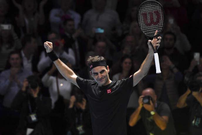 Roger Federer savoure sa victoire face à Novak Djokovic, le 14 novembre à Londres.