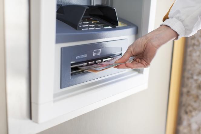 En cas de hausse de prix, les banques doivent publier leurs nouvelles plaquettes deux mois avant leur entrée en vigueur.