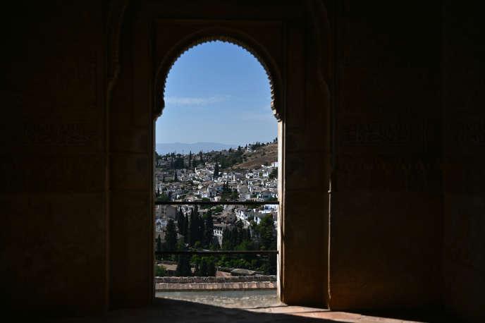 Vue sur la ville de Grenade depuis l'Alhambra, le 26 juin.