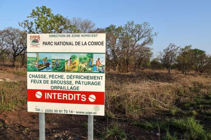 L'une des entrées du parc de la Comoé, dans le nord-est de la Côte d'Ivoire en janvier 2019. Cette zone d'une superficie équivalente à l'Ile-de-France est une réserve naturelle, lieu idéal pour les combattants djihadistes venus des pays voisins qui cherchent à se cacher.