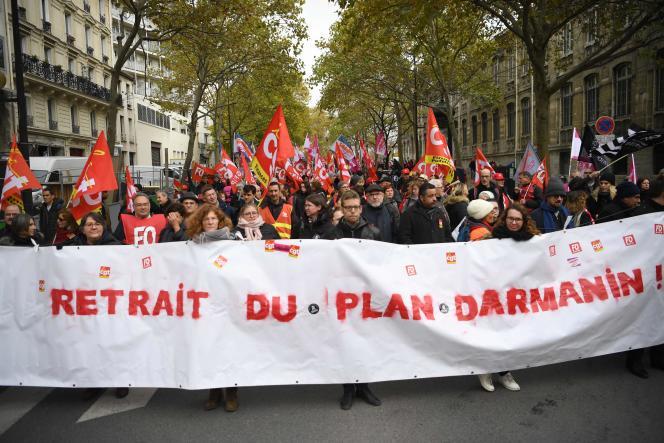 Les manifestants ont repris plusieurs slogans s'attaquant au ministre des comptes publics, Gérald Darmanin.