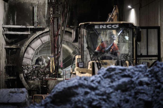 Sur le chantier d'extension de la ligne 12 du métro parisien, à Aubervilliers (Seine-Saint-Denis), dans la banlieue de Paris, en janvier 2018.