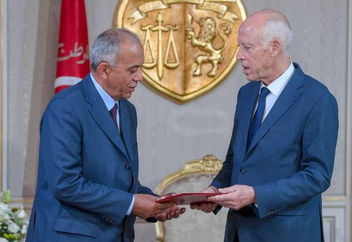 Le nouveau premier ministre tunisien, Habib Jemli (à gauche), et le président Kaïs Saïed, le 15 novembre à Carthage.