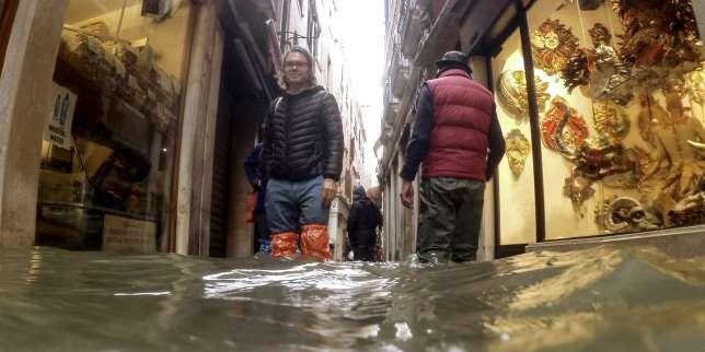 Marée haute à Venise: «Une digue finie à 95% ne sert à rien»