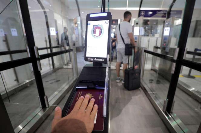 Reconnaissance faciale à l'aéroport de Nice, en juillet 2018.