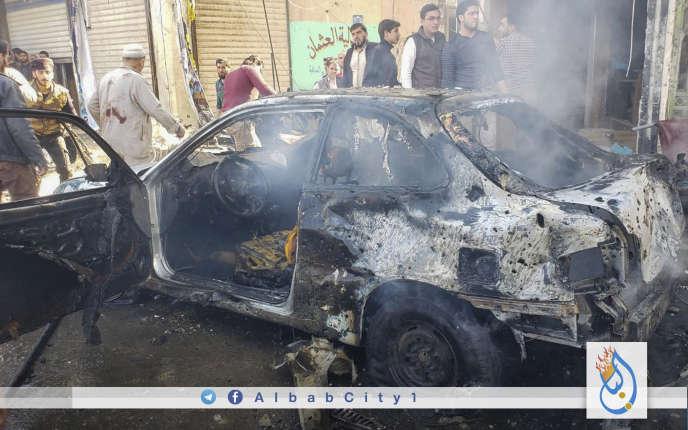 Photo de l'attentat à la voiture piégée survenu à Al-Bab, enSyrie, le 16 novembre. Le cliché a été fourni par les opposants au régime de Damas à Al-Bab, et authentifié par Associated Press.
