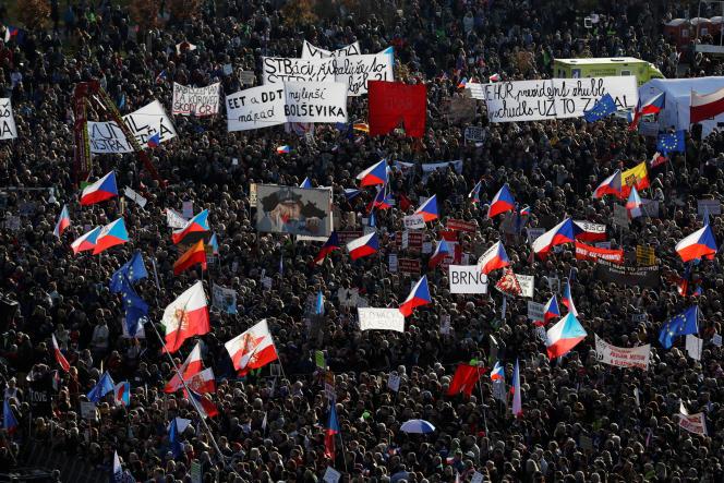 Manifestation contre le gouvernement d'Andrej Babis dans le centre de Prague, le 16 novembre.