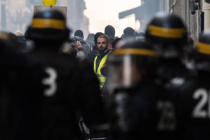 Lors du rassemblement pour le premier annivesraire du mouvement des« gilets jaunes», à Nantes, le 16 novembre.