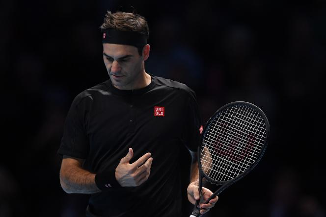 Roger Federer, samedi 16 novembre lors de son match contre Stefanos Tsitsipas.