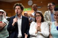 La motion emmenée par Julien Bayou (avec le micro, ici le 1er juin) est arrivée largement en tête du vote des militants d'EELV, le 16 novembre.