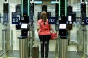 A l'aéroport d'Orly, en juillet 2018. La reconnaissance faciale est déjà utilisée au sein des portiques de sécurité biométriques.