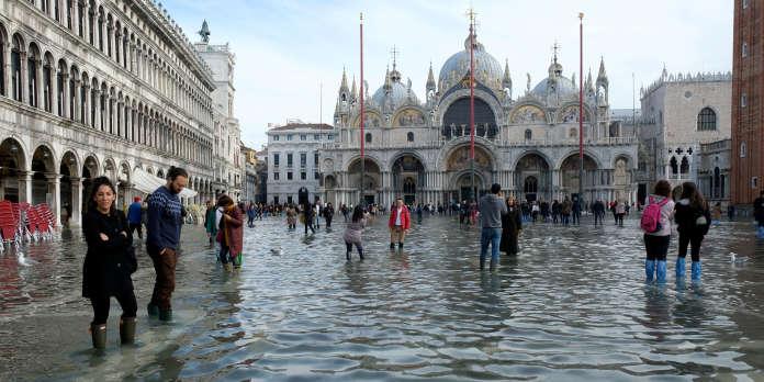 Venise, déjà inondée, redoute une nouvelle marée haute dévastatrice dimanche