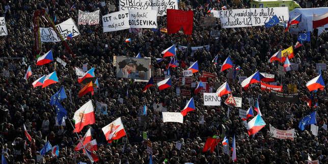 République tchèque: trenteans après la révolution de velours, une manifestation monstre à Prague