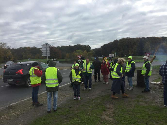 Un groupe de« gilets jaunes» s'est retrouvé tout le week-end du 16-17 novembre, sur le rond-point de la Patte d'Oie, à Saint-Gervais-la-Forêt, pour marquer le premier anniversaire du mouvement.