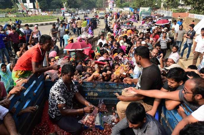 Ventre d'oignons subventionnés à Dacca, le 17novembre 2019.