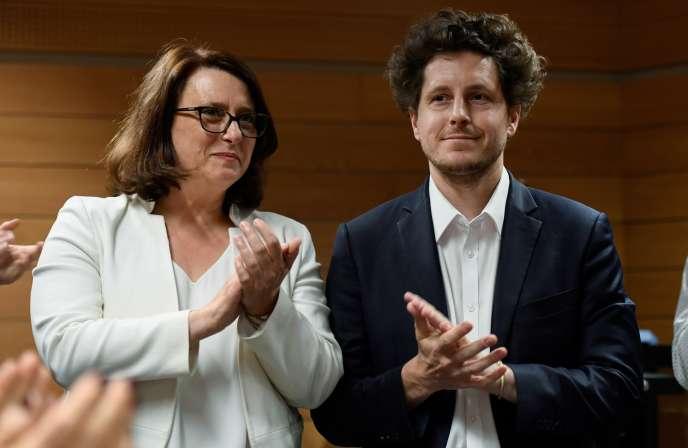 Antoinette Guhl, adjointe à la maire de Paris, et Julien Bayou, le 1er juin, après un vote pour désigner le candidat EELV à la mairie de Paris.