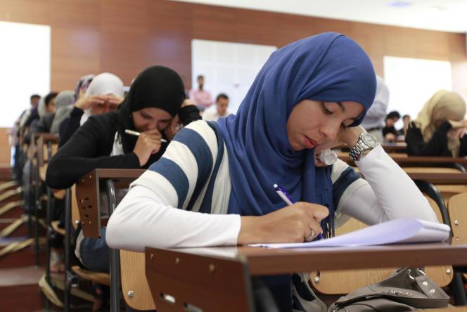 Des étudiants en médecine dentaire à l'université Al-Fatah de Tripoli, en Libye, en juin 2011.