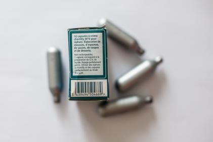 Capsules de protoxyde d'azote, qui servent notamment dans les siphons de crème chantilly