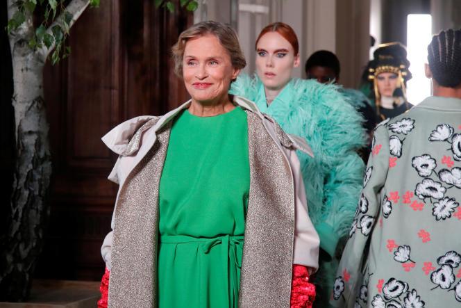 L'actrice américaine Lauren Hutton défile pour la collection haute couture automne-hiver 2019-2020 de Valentino, le 3 juillet, à Paris.