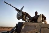 Un soldat burkinabé en patrouille dans la province du Soum, au nord du Burkina Faso, le 12 novembre.