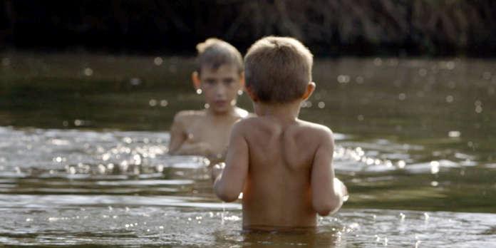 Un documentaire sur la drôle d'enfance d'Oleg, 10 ans, sur la ligne de front du Donbass