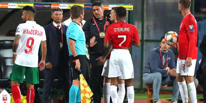 Racisme : face aux cris de singe et aux insultes, la prise de conscience des footballeurs