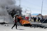 Des partisans de l'ancien président Evo Morales mettent le feu à des pneus à El Alto, le 19 novembre.