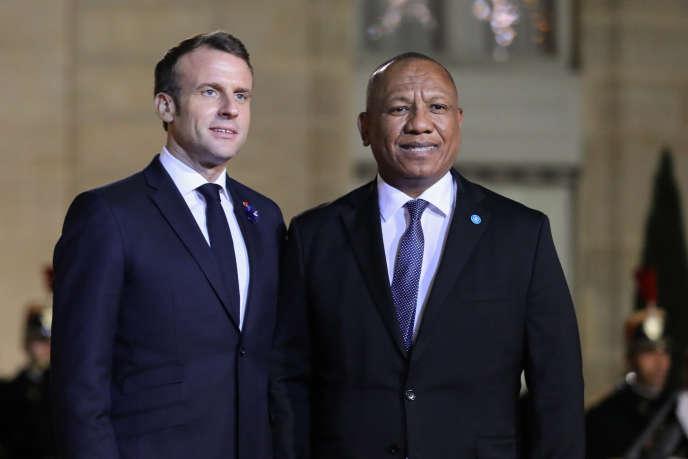 Le président français, Emmanuel Macron, et le premier ministre malgache, Christian Ntsay, au palais de l'Elysée, à Paris, le 11novembre 2019.