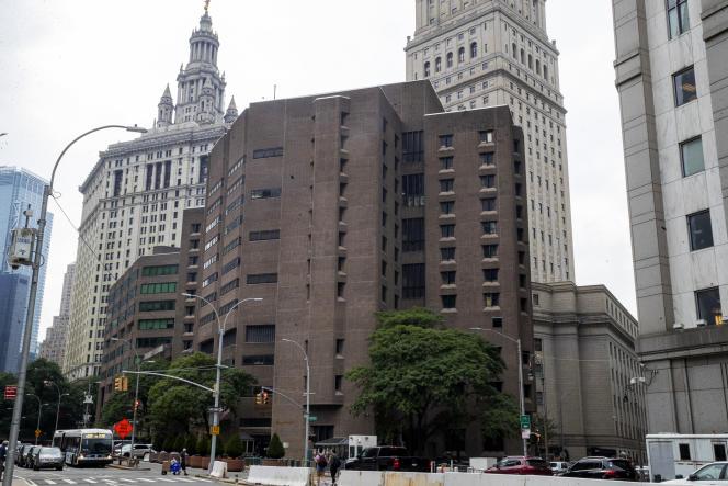 Le Metropolitan Correctional Center, où Jeffrey Epstein a été retrouvé mort, à New York, le 10 août.