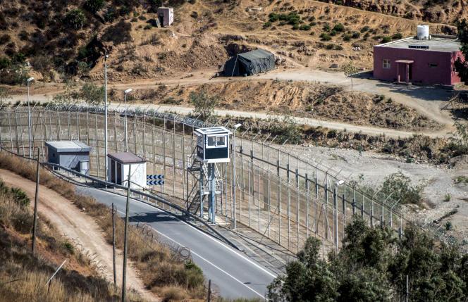 Une partie de la barrière frontalière entourant l'enclave espagnole de Ceuta, en septembre 2018.