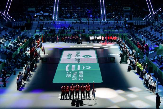 Lors de la cérémonie d'ouverture le 18 novembre, à la Caja Magica de Madrid, qui accueille d'ordinaire en mai sur terre battue un tournoi ATP et un tournoi WTA.