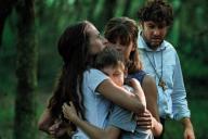 De gauche à droite : Camille Cottin, Armand Rayaume, Céleste Brunnquell et Eric Caravaca dans« Les Eblouis», de Sarah Suco.