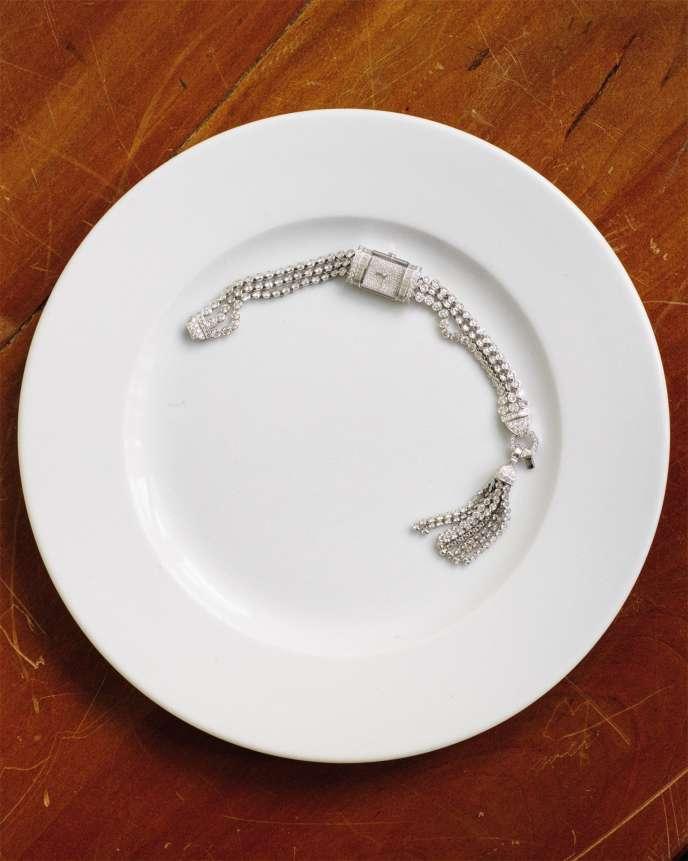 Montre Pompon sertie de diamants sur or blanc, bracelet avec pompon détachable pour être porté sur un sautoir, Boucheron.