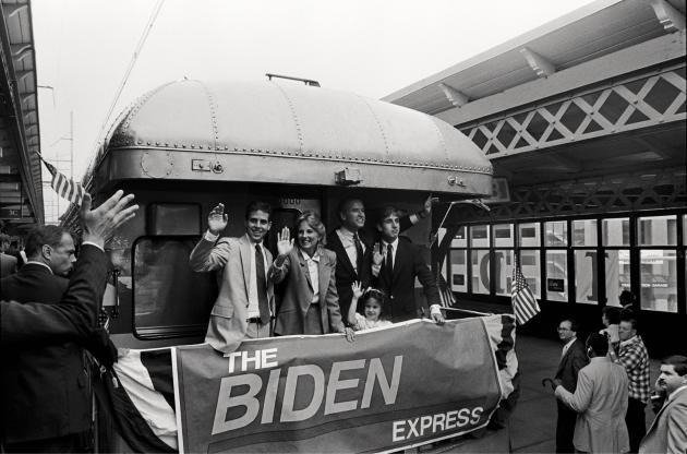 Joe Biden, sa seconde épouse, Jill, sa fille, Ashley, et ses deux fils, Hunter (à droite) et Beau, le 9juin 1987, à Wilmington (Delaware).