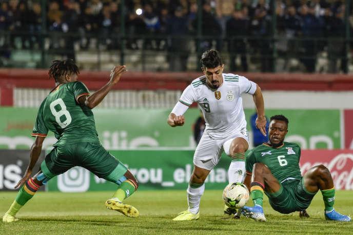 L'attaquant algérien Baghdad Bounedjah (au centre) lors d'un match contre la Zambie, à Blida, le 14novembre 2019.