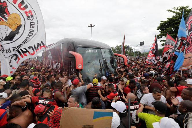 Les supporteurs du Flamengo, le 20 novembre, lors du départ de l'équipe pour Lima, où a lieu la finale de la Copa Libertadores.