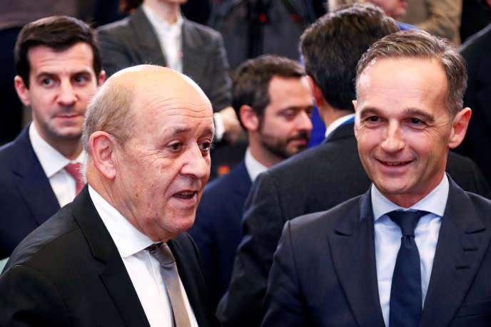 Le ministre français des Affaires étrangères, Jean-Yves Le Drian, et la ministre allemande des Affaires étrangères, Heiko Maas, à la réunion des ministres des Affaires étrangères de l'OTAN, à Bruxelles, le 20 novembre.