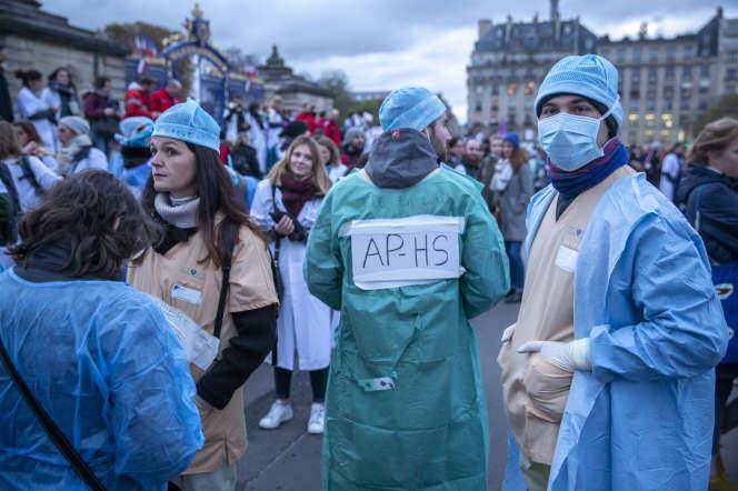 Manifestation nationale des personnels soignants pour la défense de l'hôpital public, à Paris, jeudi 14 novembre 2019