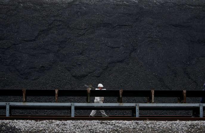 Sur le site de la centrale à charbon de Cordemais (Loire-Atlantique), en mars.